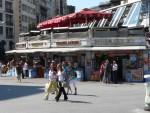 09Aug14 Istanbul 04 Tour Istiklal - fast food corner.JPG