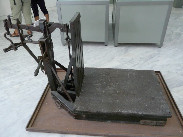 09Aug21 Milos 09 Mining Museum weighing machine.JPG